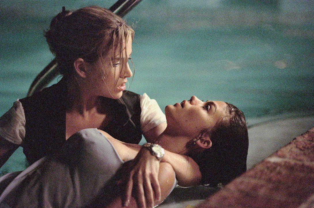 Ein Ende mit Schrecken erwartet und Adrien (Lori Heuring, l.) Brittany (Susan Ward, r.) ... - Bildquelle: Warner Bros.