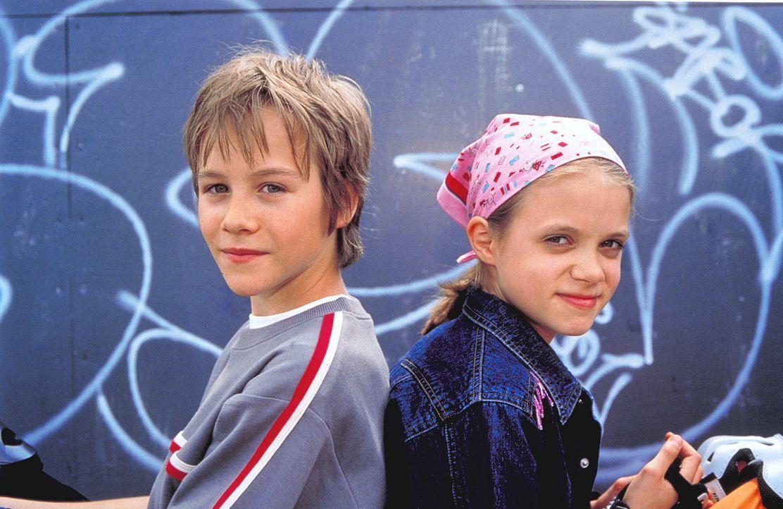 Fridolin (Max Felder, l.) und Katja (Sidonie von Krosigk, r.) verbindet eine große Leidenschaft fürs Skaten. Doch dann plant eine Baugesellschaft, i... - Bildquelle: Rolf von der Heydt ProSieben