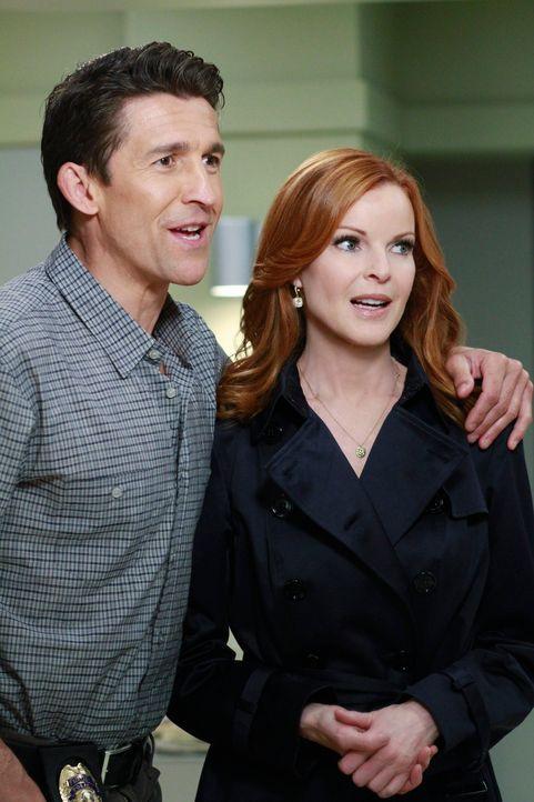 Während sich die Lage zwischen Paul und Felicia dramatisch zuspitzt, hinterfragt Bree (Marcia Cross, r.) das merkwürdige Verhalten ihres neuen Liebh... - Bildquelle: ABC Studios