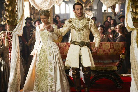 Die Tudors - Gerade noch hat Henry VIII. (Jonathan Rhys Meyers, r.) seine zwe...