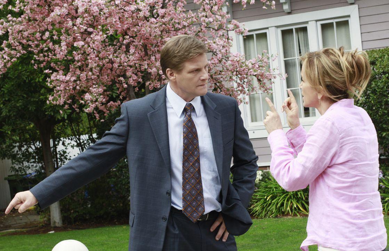 Während sich Bree große Sorgen um Sohn Andrew macht, dessen Alkoholkonsum allmählich zu eskalieren droht, geraten Lynette (Felicity Huffman, r.) und... - Bildquelle: ABC Studios