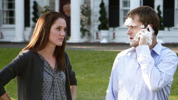 Sam (Kyle Bornheimer, r.) und Mel (Erinn Hayes, l.) sehen dem ersten Treffen...