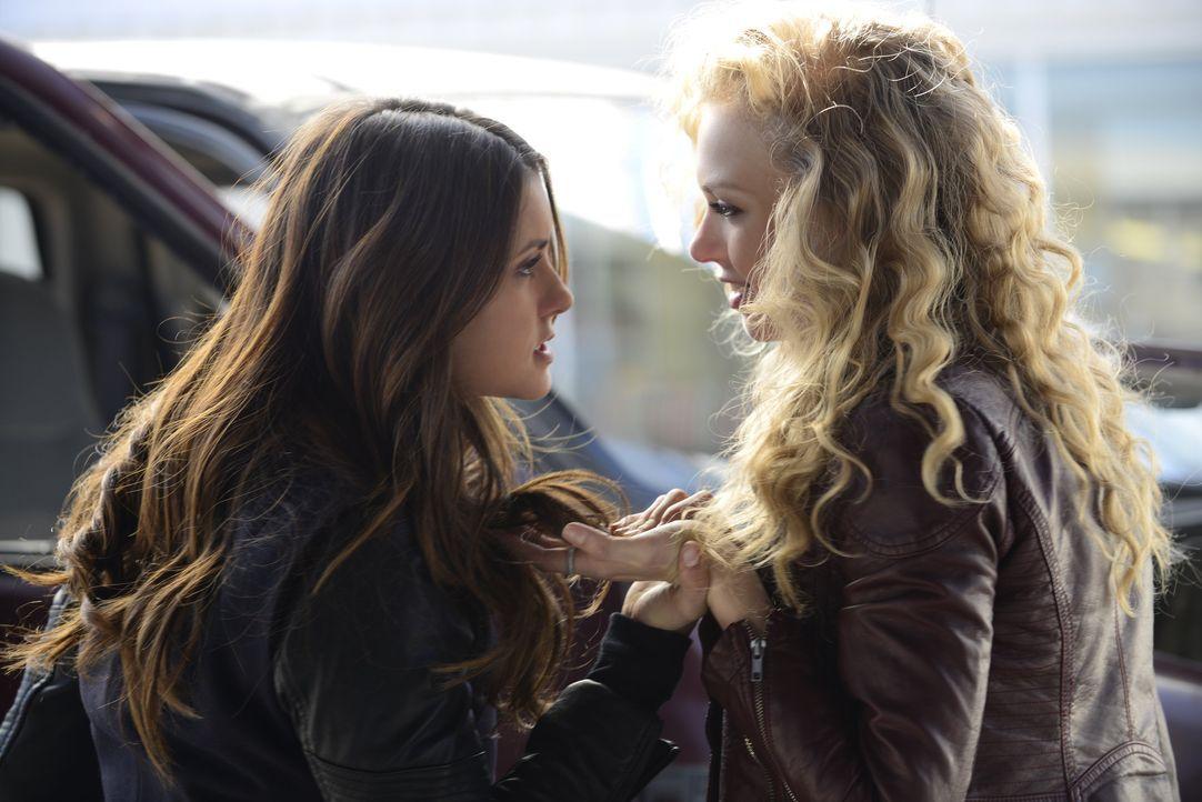 Liv will einen Doppelgänger töten - Bildquelle: Warner Bros. Entertainment Inc.