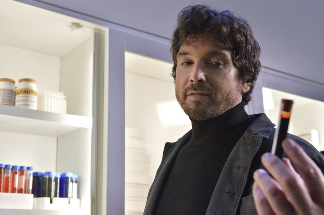Was führt Liam (Jason Gedrick) im Schilde? - Bildquelle: Ben Mark Holzberg 2015 The CW Network, LLC. All rights reserved.
