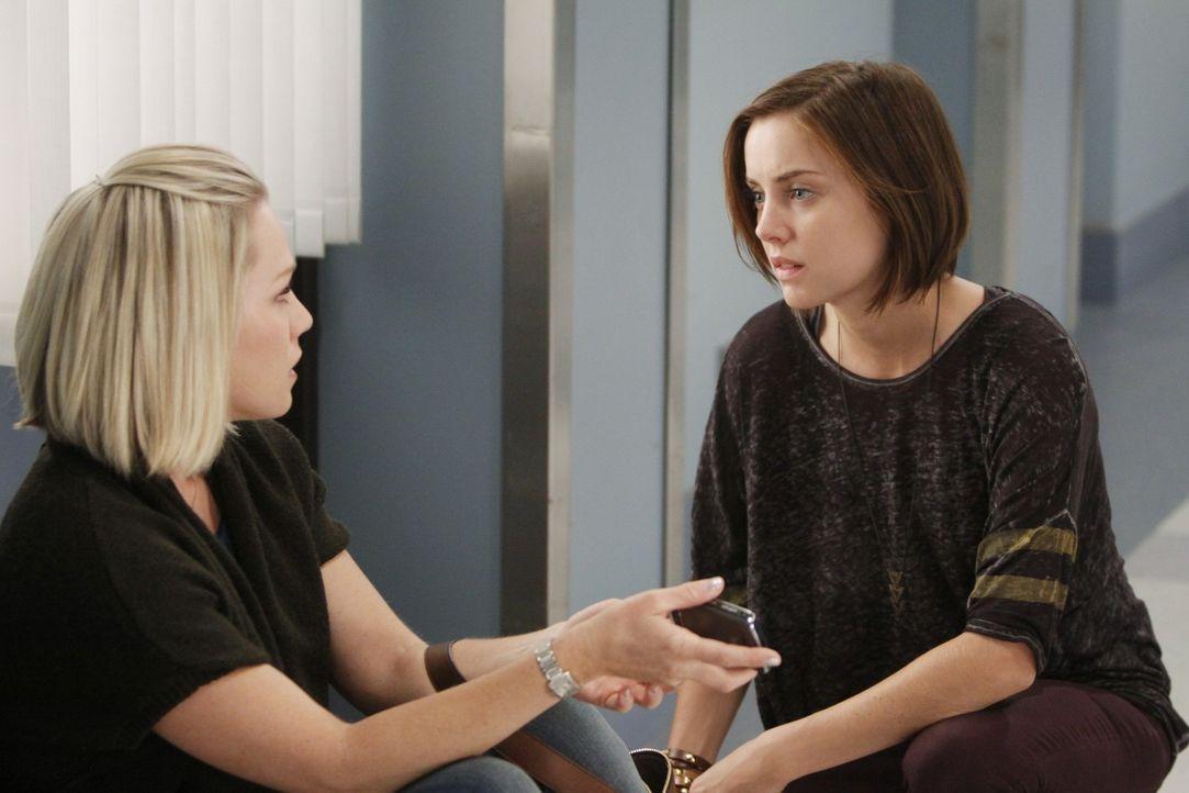 Werden die Schwestern Kelly (Jennie Garth, l.) und Silver (Jessica Stroup, r.) bereuen, dass sie ihrer Mutter erst so spät verziehen haben? - Bildquelle: TM &   CBS Studios Inc. All Rights Reserved