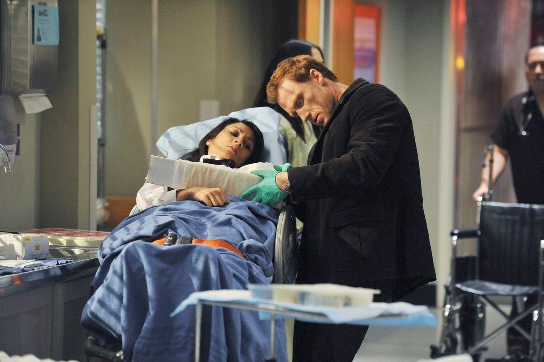 Derek und Owen (Kevin McKidd, r.) wollen, Meredith und Cristina am Valentinstag ausführen. Obwohl die Frauen lautstark protestieren, versuchen sie,... - Bildquelle: Touchstone Television