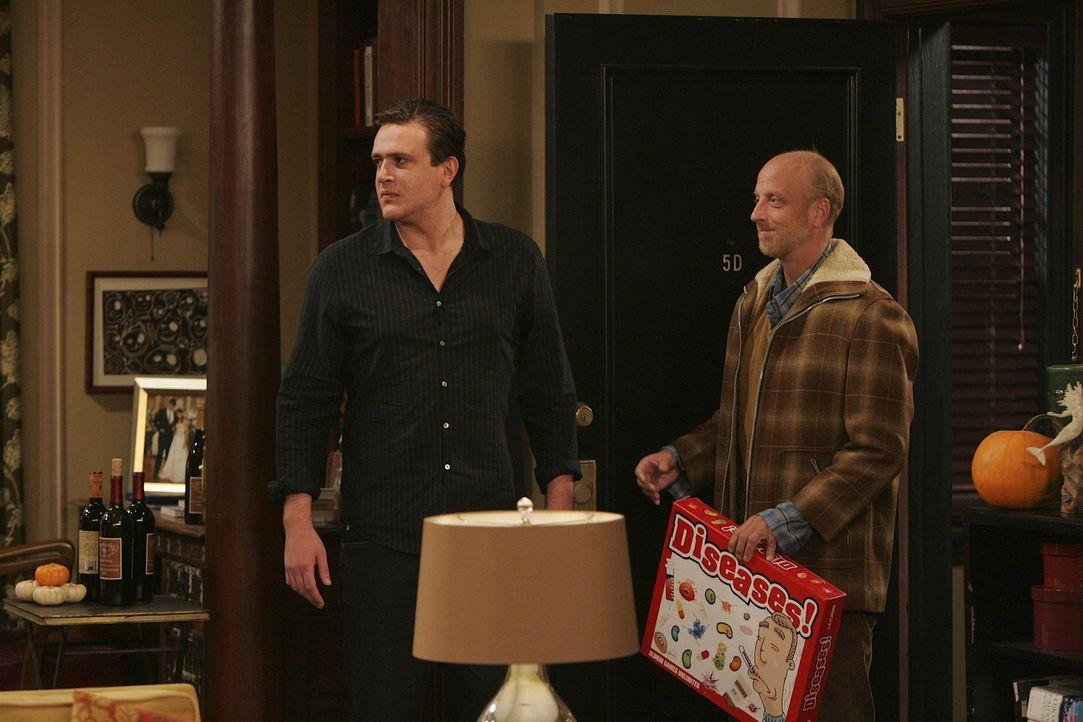 Marshall (Jason Segel, l.) versucht Lily zu überreden, dass ihr Vater Mickey (Chris Elliott, r.) zu Thanksgiving bleiben kann. Doch wird es ihm gel... - Bildquelle: 20th Century Fox International Television