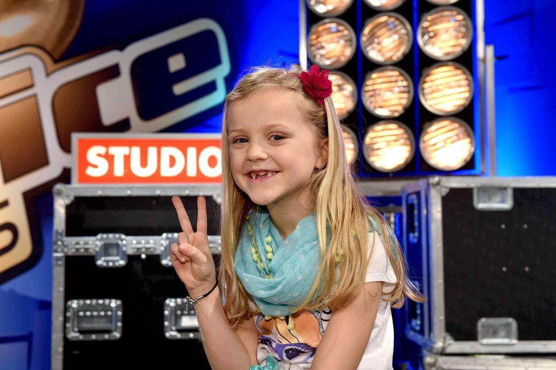 The-Voice-Kids-s03e01-danach-Linnea-01 - Bildquelle: SAT.1 / Andre Kowalski