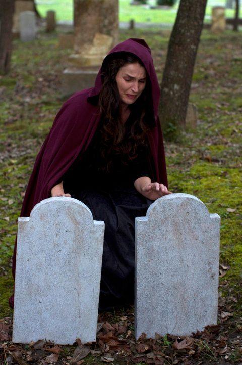 Joanna Beauchamp (Julia Ormond) ist gefangen in einem ewigen Kreislauf. Immer und immer wieder muss sie ihre Töchter sterben sehen, denn auf ihrer F... - Bildquelle: 2013 Twentieth Century Fox Film Corporation. All rights reserved.