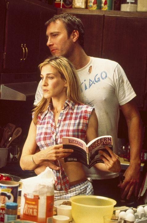 Um das Landleben etwas erträglicher zu gestalten, beschließen Aidan (John Corbett, r.) und Carrie (Sarah Jessica Parker, l.) etwas ganz Besonderes z... - Bildquelle: Paramount Pictures