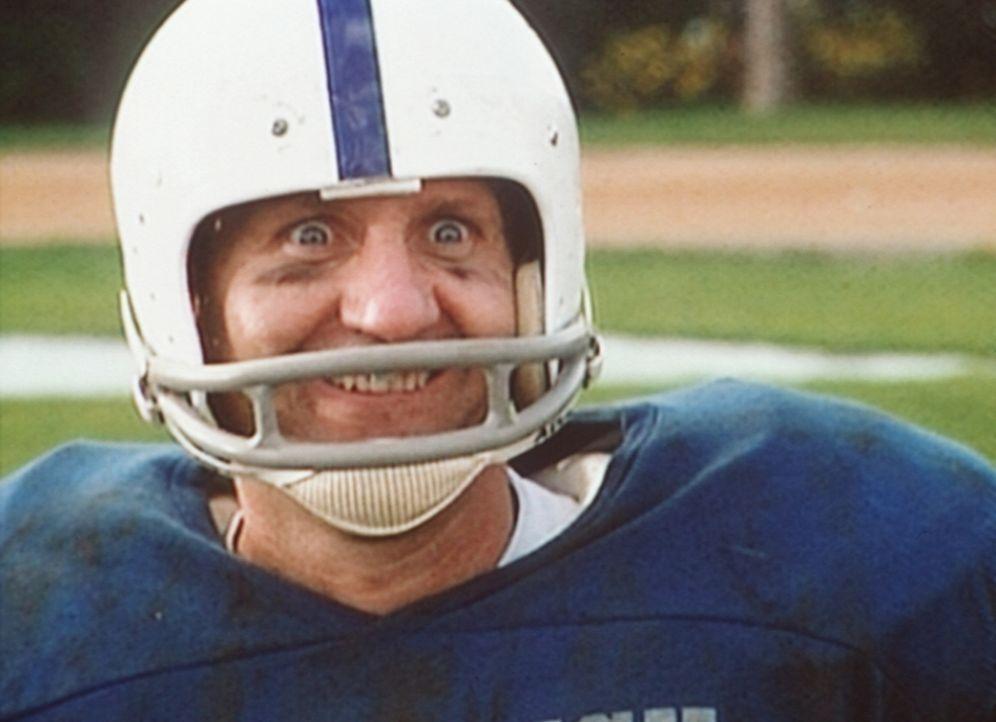 Beim Football ist Al Bundy (Ed O'Neill) endlich wieder voll in seinem Element. - Bildquelle: Columbia Pictures