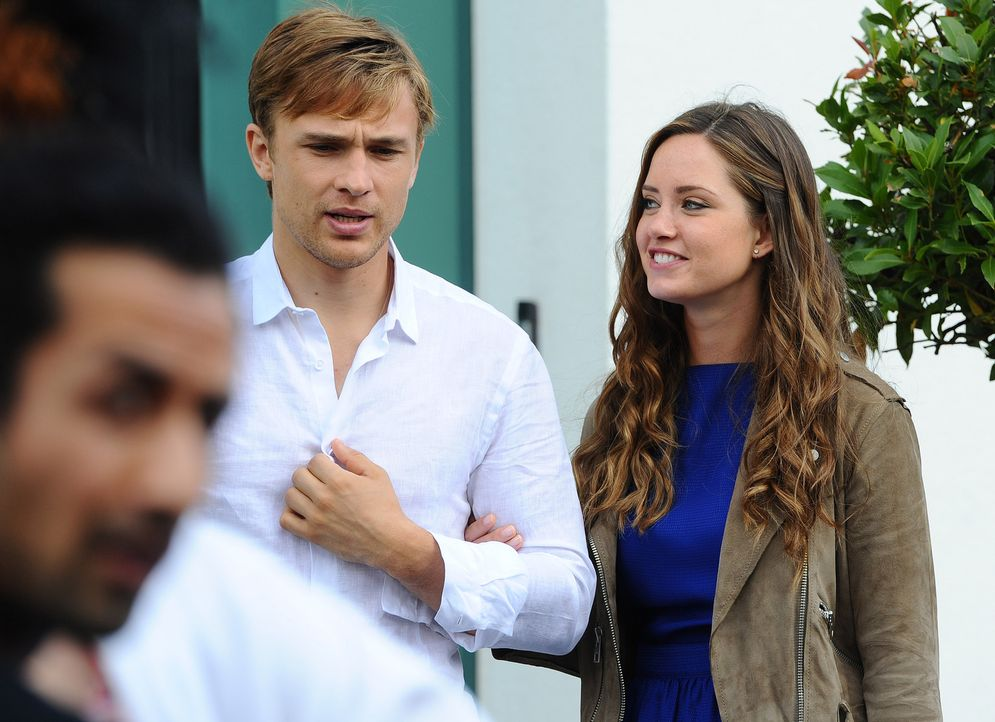 Wird ein gemeinsames Wochenende in Monaco die beiden zusammenbringen? Ophelia (Merritt Patterson, r.) und Prinz Liam (William Moseley, l.) - Bildquelle: Stuart Wilson 2014 E! Entertainment Media LLC/Lions Gate Television Inc.