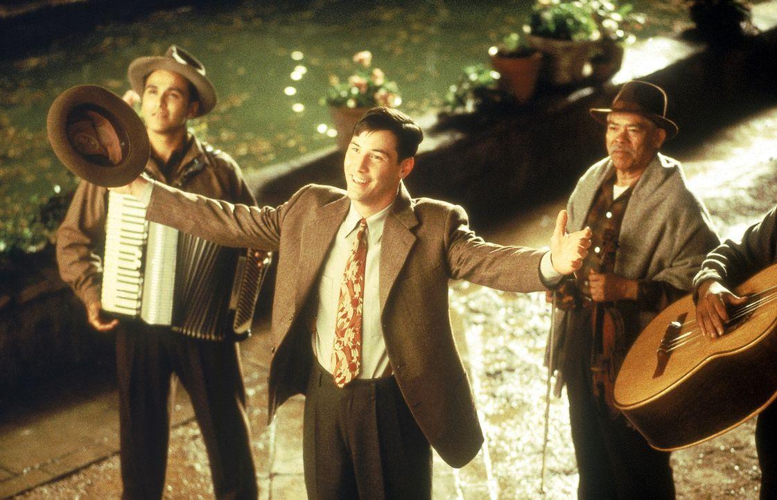 Ein Ständchen für die Liebste: Paul (Keanu Reeves, M.) umgarnt die schöne Victoria mit allen Mitteln ... - Bildquelle: 20th Century Fox