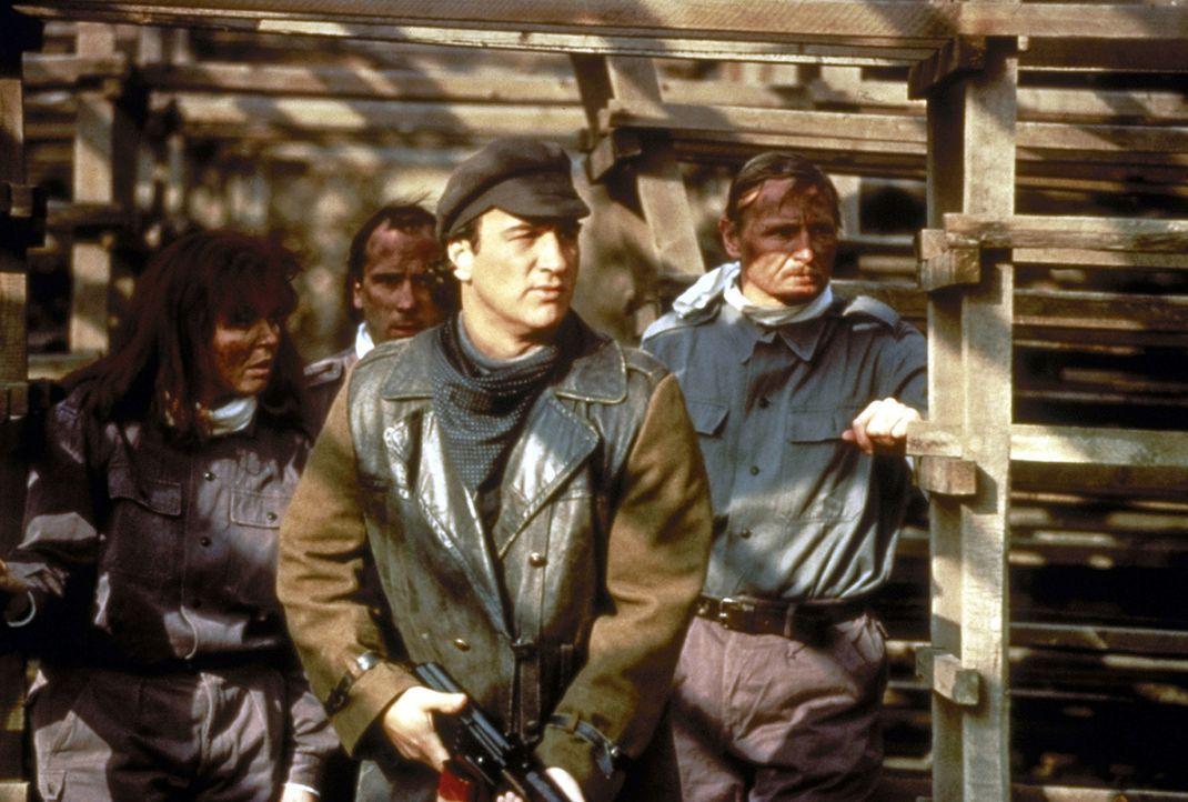 Der CIA-Agent Shayne Royce (James Belushi, vorne) und seine Truppe brechen auf, um den Sohn des Senators aus den Fängen der Terroristen zu befreien... - Bildquelle: Showtime Networks Inc.