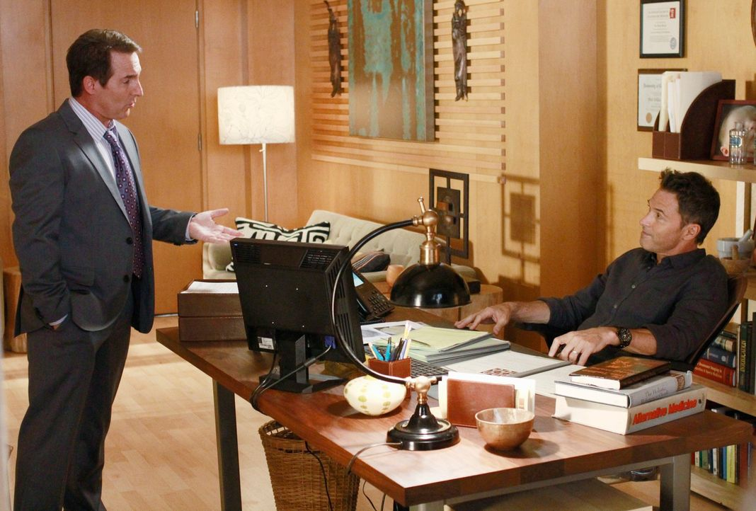 Während Cooper, die Überraschung seines Lebens erlebt, haben Sheldon (Brian Benben, l.) und Pete (Tim Daly, r.) ganz andere Probleme ... - Bildquelle: ABC Studios