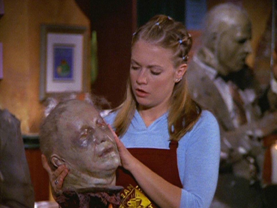 Zombies wollen ausgerechnet in dem Café, in dem Sabrina (Melissa Joan Hart) arbeitet, Halloween feiern. - Bildquelle: Paramount Pictures