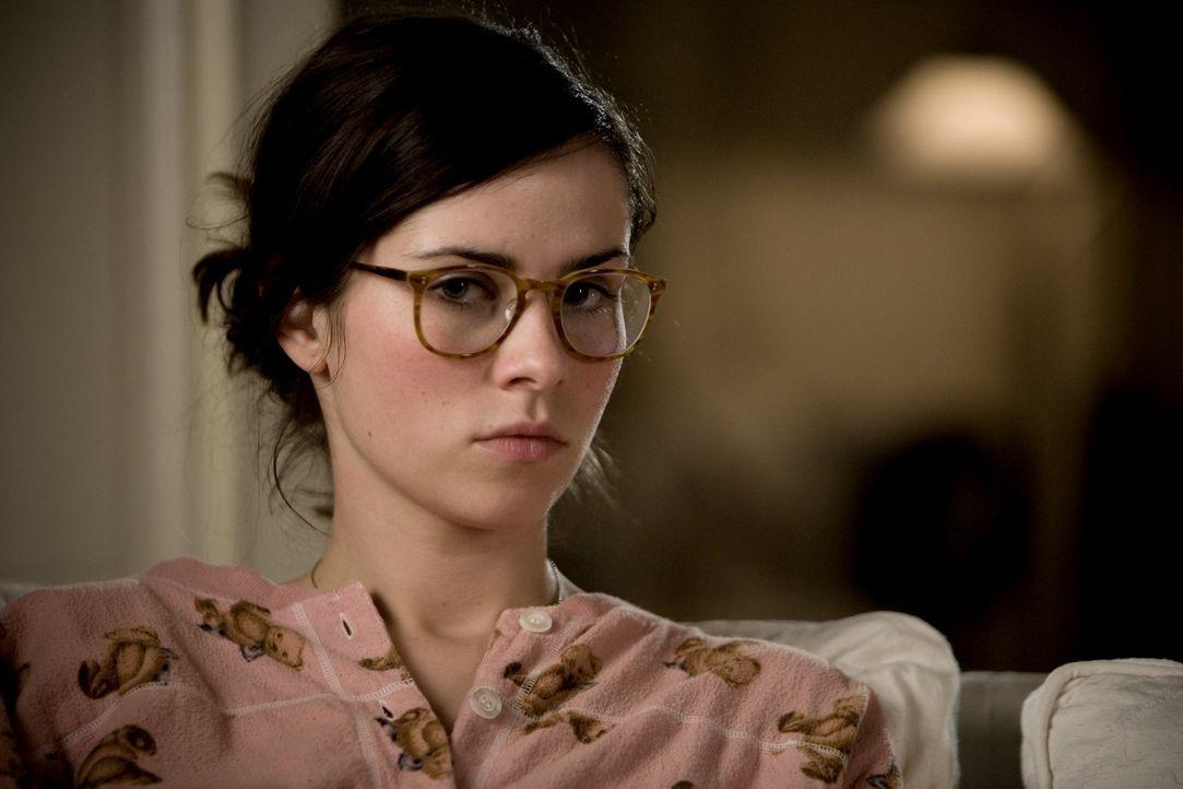 Anna (Nora Tschirner) ist wenig begeistert, dass sie den Klatschreporter Ludo vor die Nase gesetzt bekommt ... - Bildquelle: Warner Bros.
