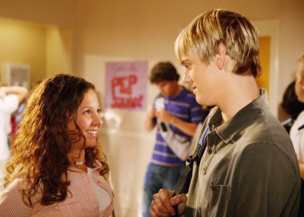 Beim Nachsitzen lernt Ruthie (MacKenzie Rosman, l.) den Waisenjungen Harry (Aaron Carter, r.) kennen und will mit ihm ausgehen. Bevor ihr das jedoch... - Bildquelle: The WB Television Network