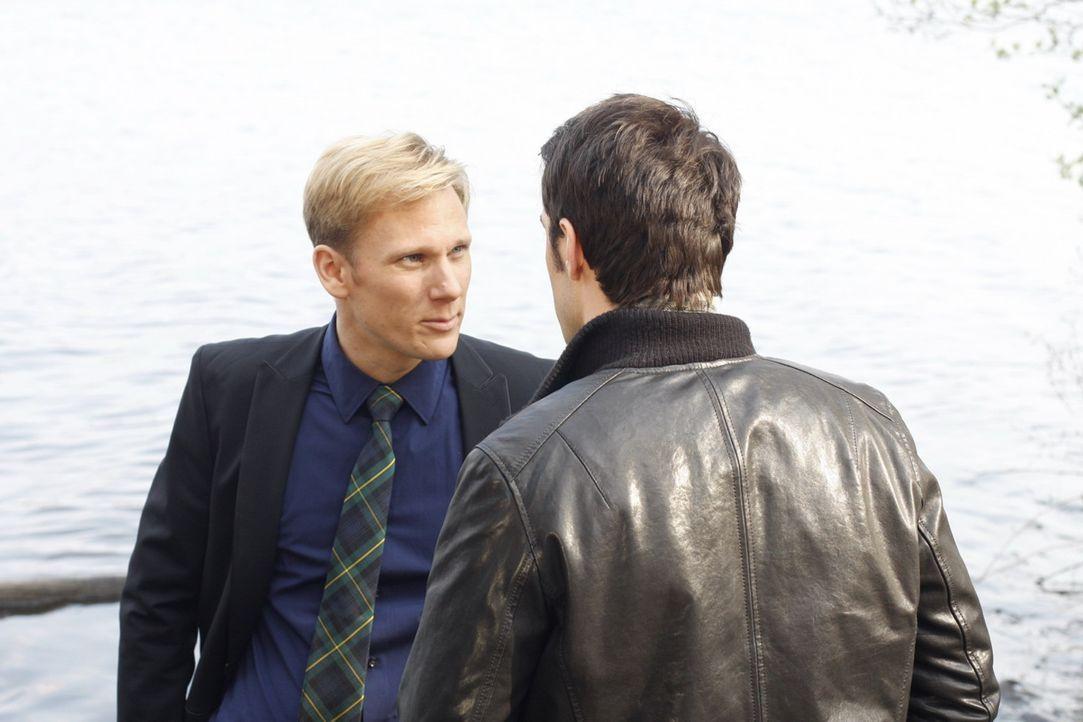 Durch den Tod von Julius fühlt sich Philip (Philipp Romann, l.) in Sicherheit, doch er hat nicht mit Mark (Arne Stephan, r.) gerechnet ... - Bildquelle: SAT.1