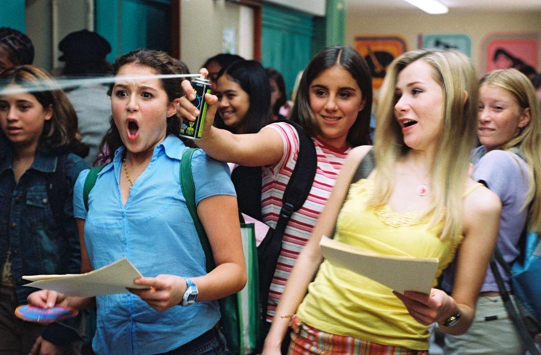 Die beiden 14-jährigen Freundinnen Julie (Alexa Vega, l.) und Hannah (Mika Boorem, r.) rangieren nicht unbedingt unter den beliebtesten Mädchen de... - Bildquelle: 2004 METRO-GOLDWYN-MAYER PICTURES INC. ALL RIGHTS RESERVED.