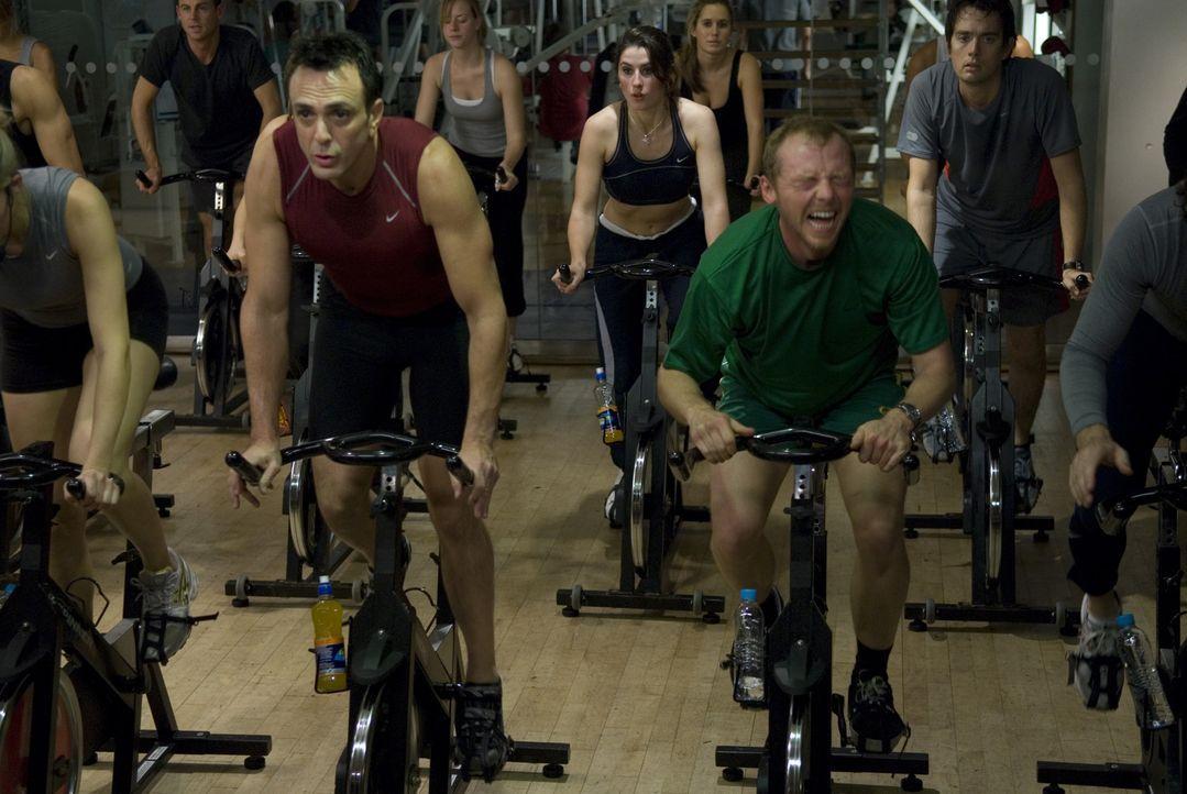 Um seine Ex zurückzugewinnen, lässt sich Dennis (Simon Pegg, r.) auf eine leichtsinnige Wette ein: Er will den neuen Freund seiner ehemaligen Braut,... - Bildquelle: 2008 Warner Brothers