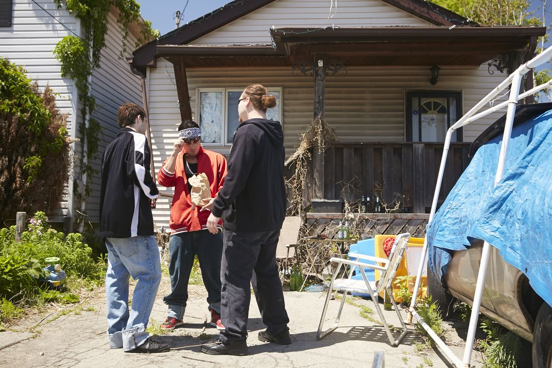 Halten die drei Drogendealer die vermisste Schülerin Reese (16) versteckt? Die Privatdetektive Steve Rambam und Carla Edwards befürchten, dass Reese... - Bildquelle: Ian Watson Cineflix 2015