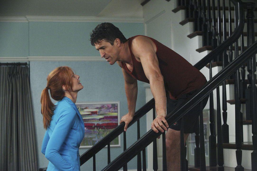 Bree (Marcia Cross, l.) beschließt, Chuck (Jonathan Cake, r.) bei dessen Scheidung zu helfen ... - Bildquelle: ABC Studios