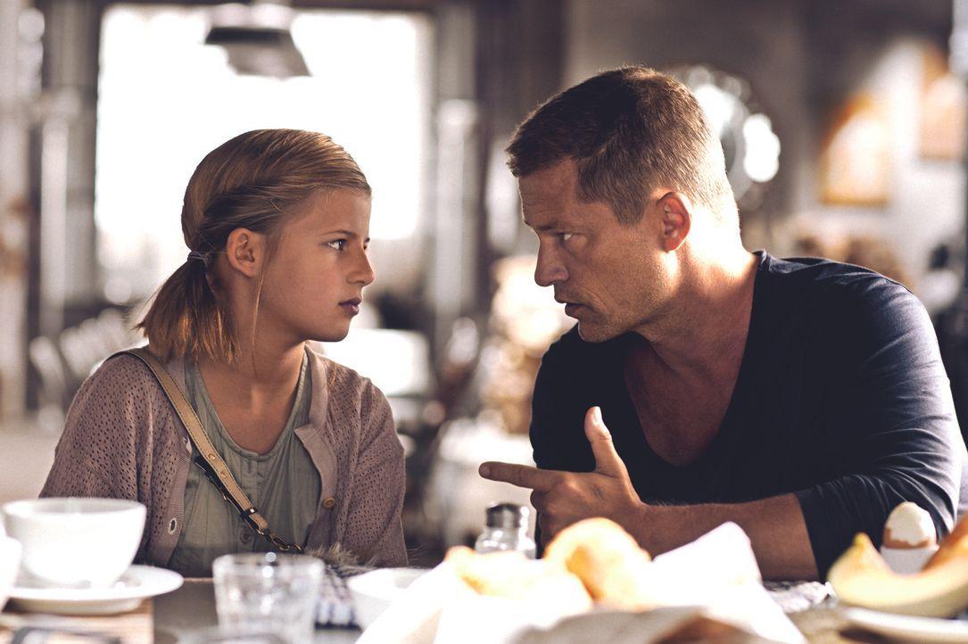 Sind beide unglücklich verliebt: Magdalena (Emma Schweiger, l.) und Henry (Til Schweiger, r.) ... - Bildquelle: 2013   Warner Bros.