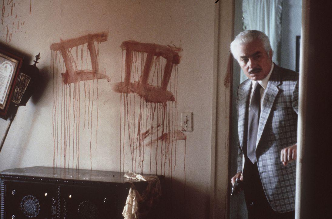 Wilson (Richard Bradford) betritt den Ort der Morde II und III ... - Bildquelle: Orion Pictures Corporation