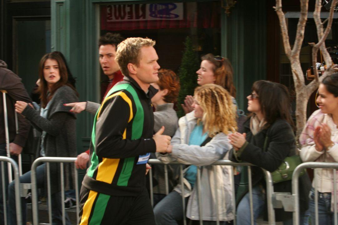 Barney (Neil Patrick Harris, vorne) nimmt am New York City Marathon teil. Er springt für Marshall ein, der sich kurz zuvor den Zeh gebrochen hat. R... - Bildquelle: 20th Century Fox International Television