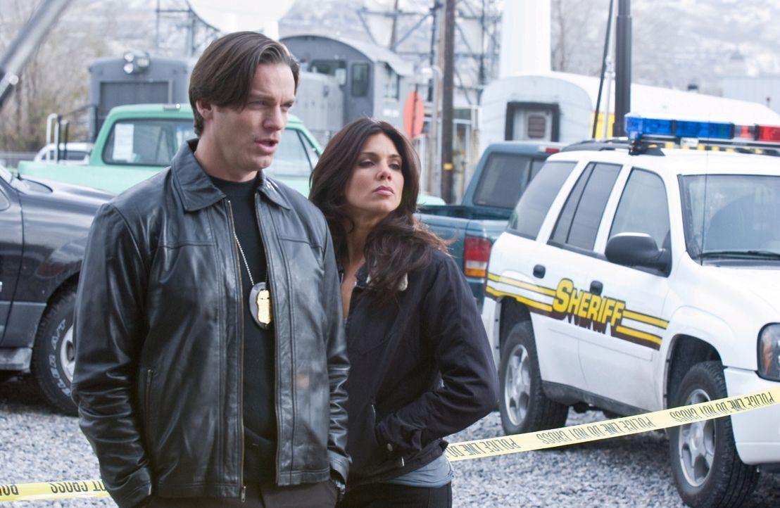 Suchen einen Mörder, der Frauen umbringt, um sie dann wiederzubeleben, damit er sie erneut töten kann: Polizeipsychologin Maya (Tessie Santiago, r.)... - Bildquelle: Warner Bros. Television
