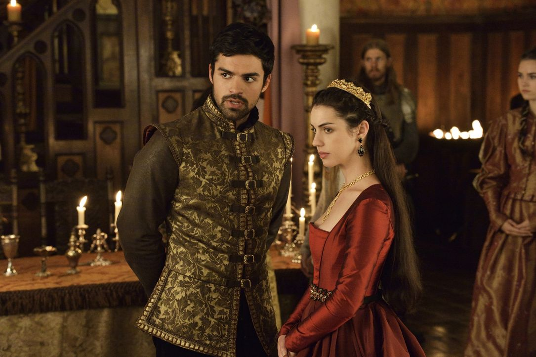 Wird Condé (Sean Teale, l.) zum Vertrauten von Mary (Adelaide Kane, r.)? - Bildquelle: Ben Mark Holzberg 2014 The CW Network, LLC. All rights reserved.