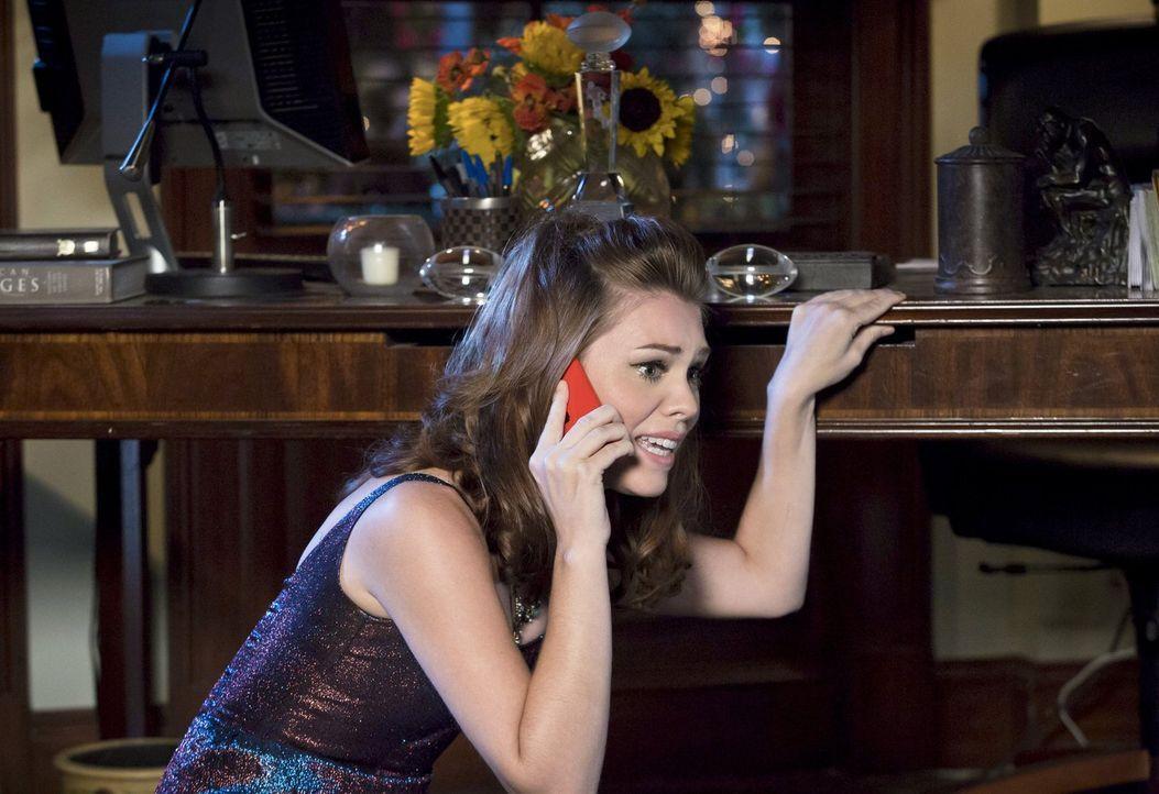 Eigentlich hatte sich Annabeth (Kaitlyn Black) auf die Überraschung von Lavon gefreut, doch die Situation ändert sich schlagartig ... - Bildquelle: Warner Brothers