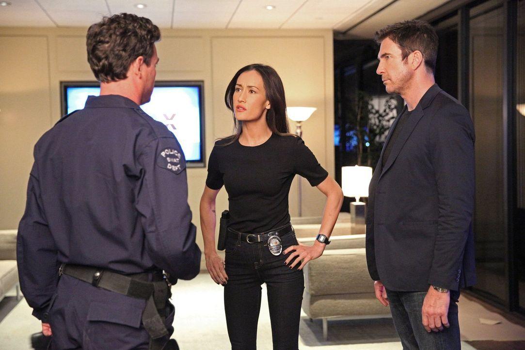 Müssen einen neuen Fall aufklären: Jack (Dylan McDermott, r.) und Beth (Maggie Q, M.) ... - Bildquelle: Warner Bros. Entertainment, Inc.