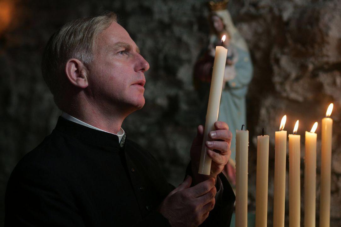 Hält im Niemandsland seine schönste und bewegendste Messfeier: Priester Palmer (Gary Lewis)  ... - Bildquelle: Lolafilms S.A.