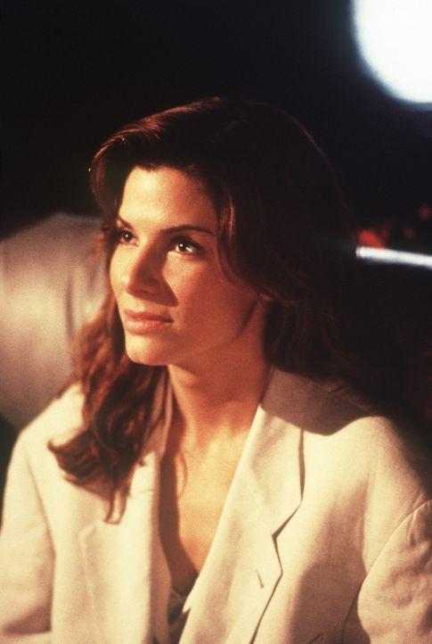 Als Angela (Sandra Bullock) an eine brisante Diskette gerät, die dem Cyberterroristen Jack Devlin gehört, nimmt ihr Leben eine dramatische Wendung... - Bildquelle: Columbia Pictures Corporation