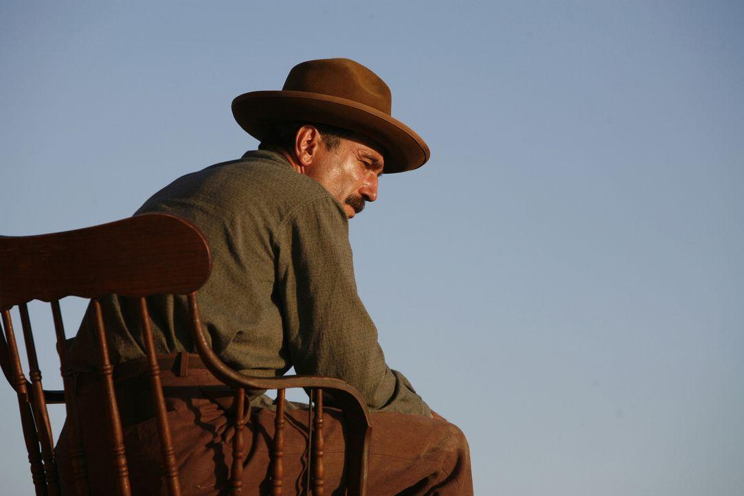 Im Jahre 1898 gräbt der emsige Daniel Plainview (Daniel Day-Lewis) erfolgreich nach Gold, doch damit gibt er sich nicht zufrieden ... - Bildquelle: Buena Vista International