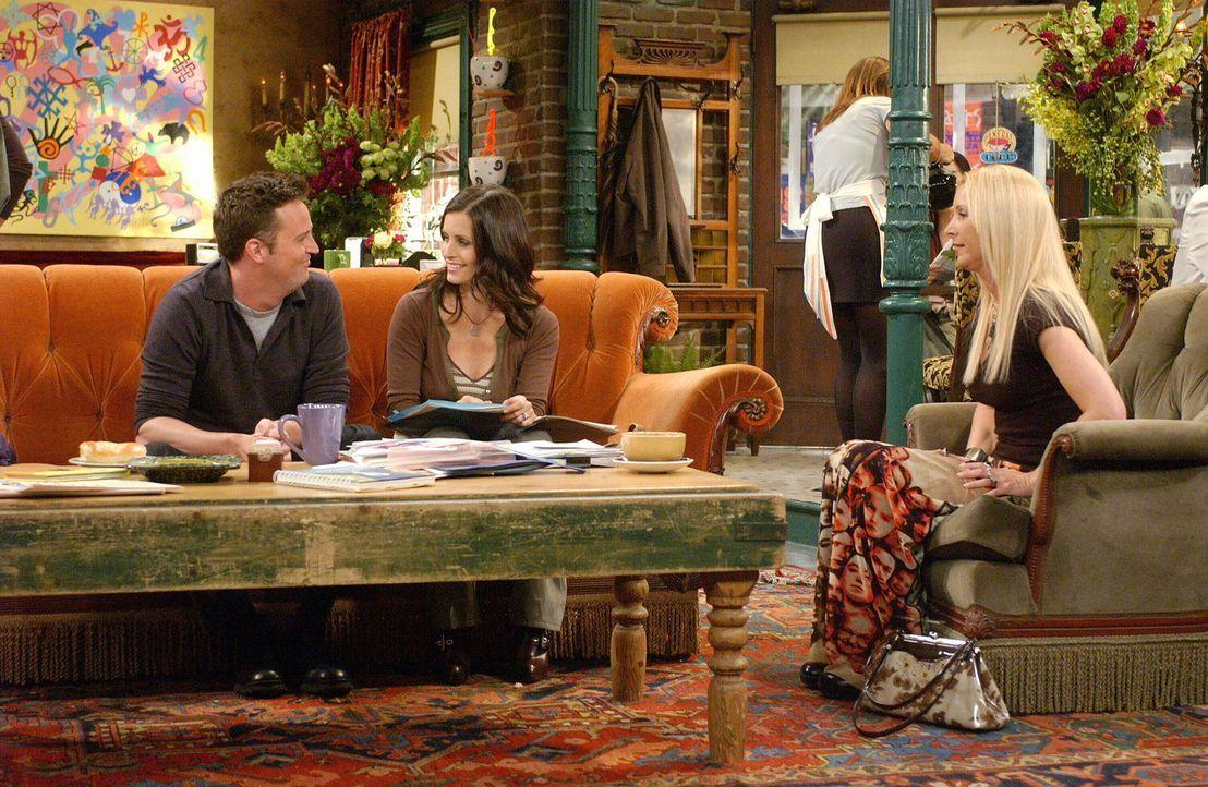 Sind und bleiben Freunde: Monica (Courteney Cox, M.), Chandler (Matthew Perry, l.) und Phoebe (Lisa Kudrow, r.) ... - Bildquelle: 2003 Warner Brothers International Television