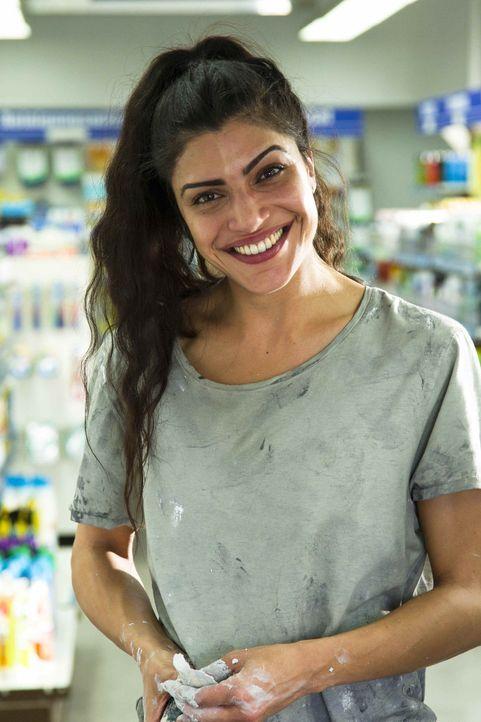 Dank ihrer Arbeit bei Schlikker war Zari (Shadi Hedayati) bislang finanziell von ihrem Elternhaus unabhängig - und das bewahrte sie vor der sicheren... - Bildquelle: Richard Hübner SAT.1
