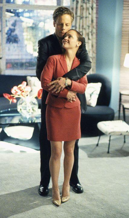 Als Liza (Christina Ricci, r.) Richard (Greg Germann, l.) zu sich einlädt, um endlich seine unbändige Neugier zu befriedigen, erlebt er eine große Ü... - Bildquelle: 2002 Twentieth Century Fox Film Corporation. All rights reserved.