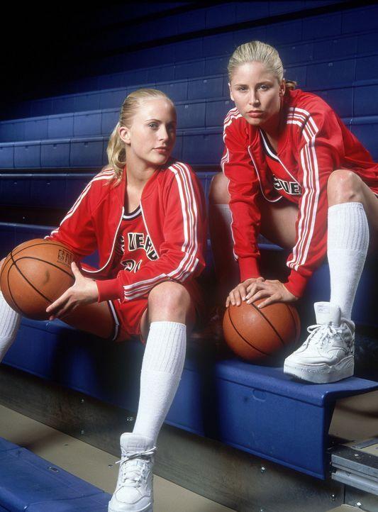 Außerordentlich sportlich: Heather (Poppi Monroe, l.) und Heidi Burge (Annie McElwain, r.) ... - Bildquelle: Walt Disney Television