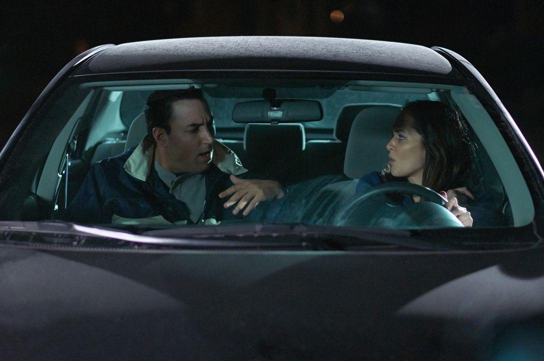 Als Angel (l.) die hilfsbereite Amy (r.) fragt, ob sie ihn nach Hause fährt, hat er eigentlich etwas viel Schrecklicheres im Hinterkopf ... - Bildquelle: Steven Lungley Cineflix 2014