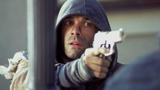 Ben Wildmann (Hannes Jaenicke) werden eine Millionen Mark in Aussicht gestell...