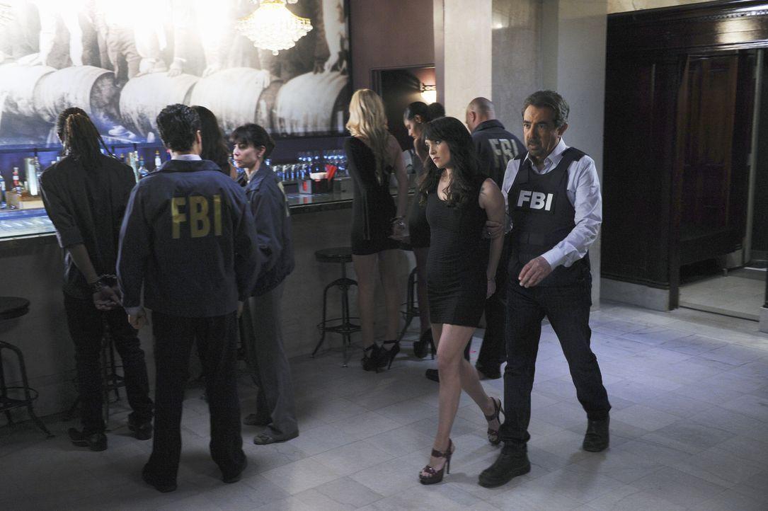 Rossi (Joe Mantegna, vorne r.) und das restliche Team ermittelt in einem neuen Fall ... - Bildquelle: ABC Studios