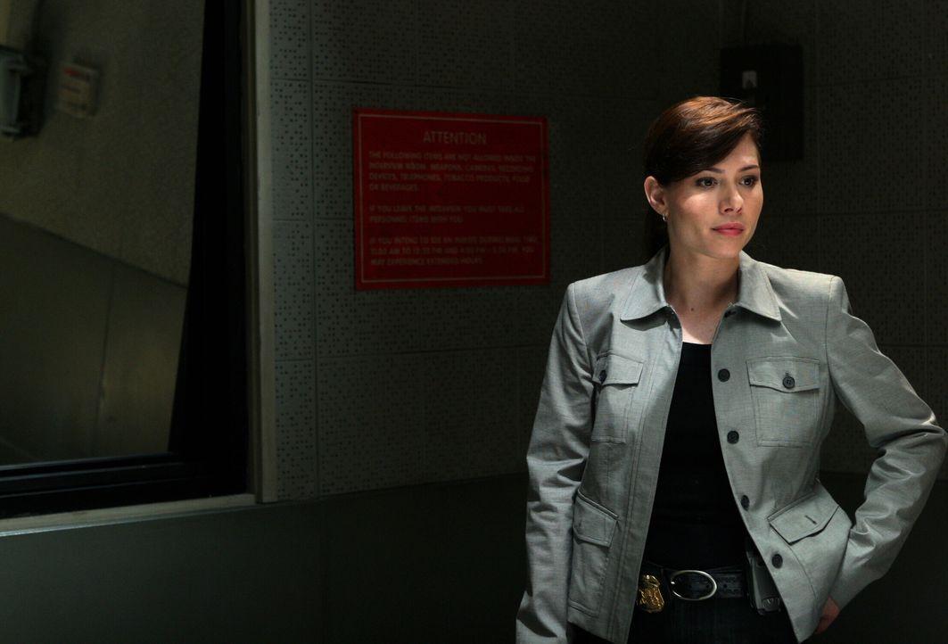 Der aktuelle Fall führt weiter zurück, als Josie (Sarah Brown) und ihre Kollegen angenommen haben ... - Bildquelle: Warner Bros. Television