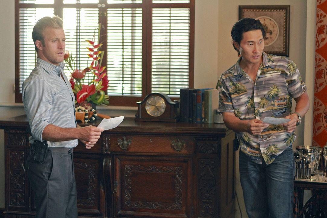 Versuchen alles, um Steves Unschuld zu beweisen: Danny (Scott Caan, l.) und Chin (Daniel Dae Kim, r.) ... - Bildquelle: Mario Perez TM &   CBS Studios Inc. All Rights Reserved.