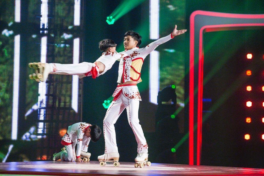 """In """"Superkids - die größten kleinen Talente der Welt"""" stellen die Jin Ying Teenager ihr Können unter Beweis ... - Bildquelle: Frank Dicks SAT.1"""