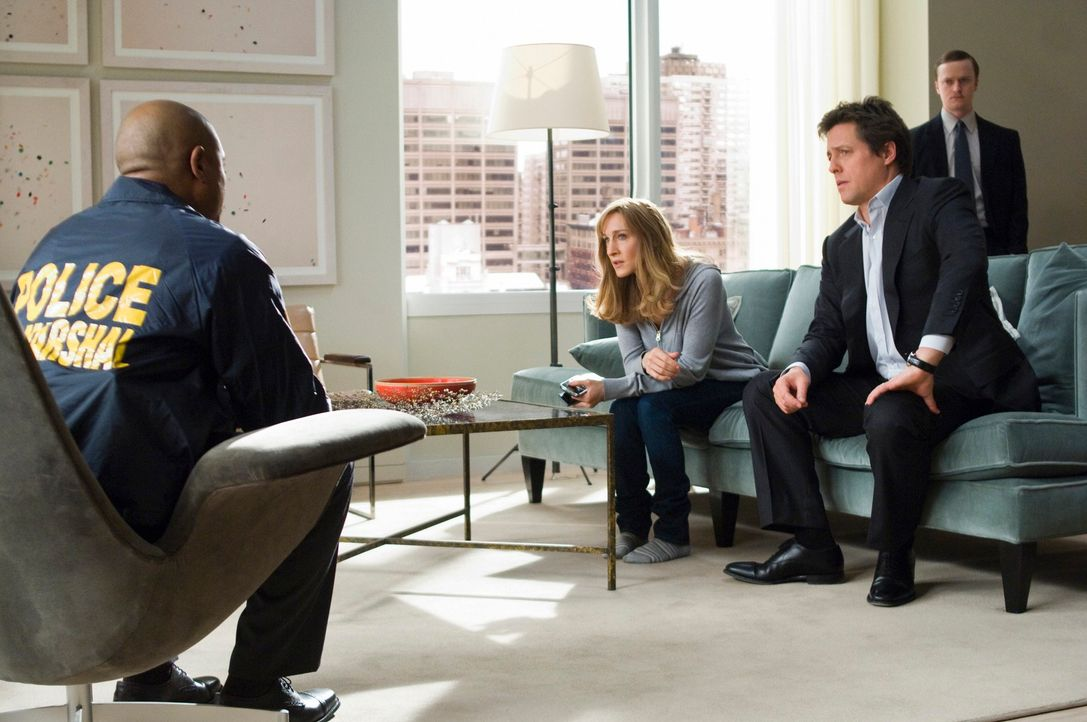 Als das New Yorker  Ehepaar Paul (Hugh Grant, 2.v.r.) und Meryl (Sarah Jessica Parker, 2.v.l.) Morgan, Zeugen eines Mordes werden stehen sie plötzli... - Bildquelle: 2009 Columbia Pictures Industries, Inc. and Beverly Blvd LLC. All Rights Reserved.