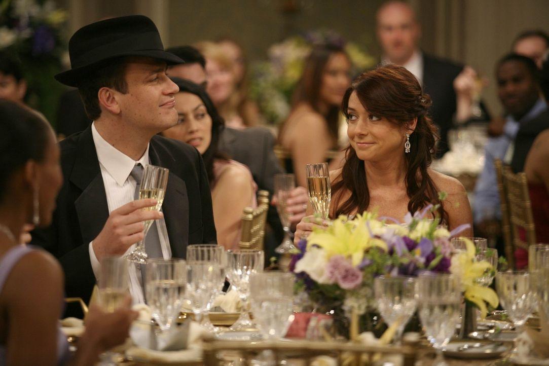 Die aufwendige Hochzeitsfeier von Lily (Alyson Hannigan, r.) und Marshall (Jason Segel, l.)  ist in vollem Gange. Leider kommen die beiden als Gastg... - Bildquelle: 20th Century Fox International Television