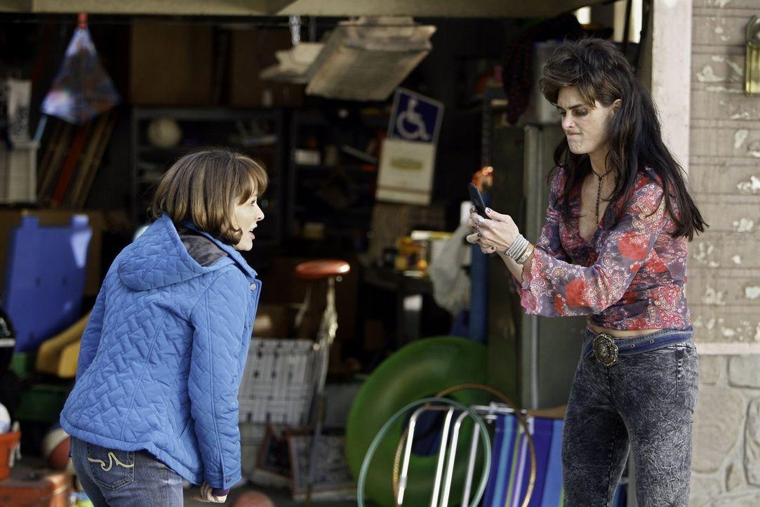 Nicht nur sie geraten heftig aneinander, sondern auch ihre Kinder: Frankie (Patricia Heaton, l.) und Rita (Brooke Shields, r.) ... - Bildquelle: Warner Brothers